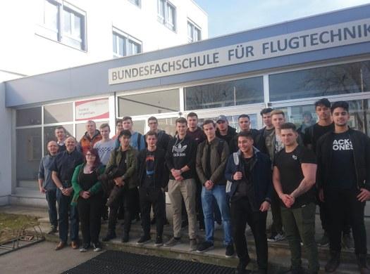 4AFMBF besucht Bundesfachschule für Flugtechnik in Langenlebarn