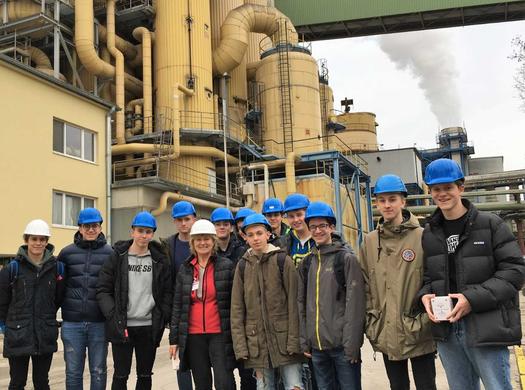 Wirtschaftsingenieure und Maschinenbauer erkunden Verfahrenstechnik der Zuckerherstellung