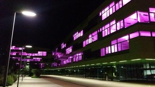 HTL mit pinker Beleuchtung