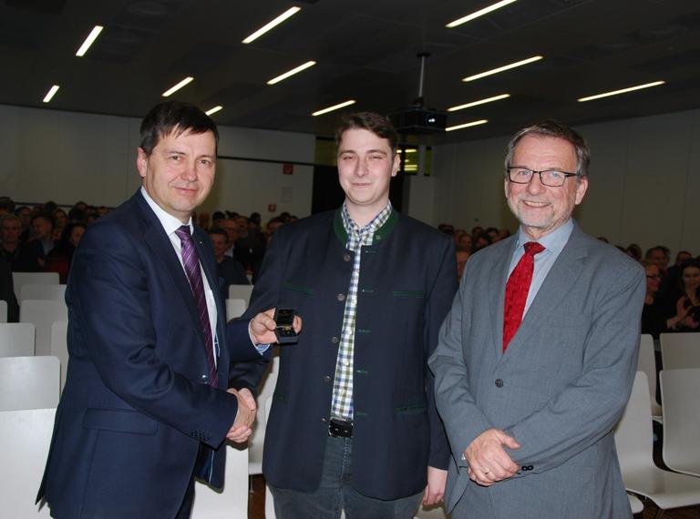 Ehrenring an Informatik-Absolventen Florian Trimmel