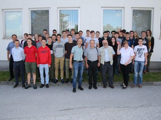 Elektrotechniker besuchen die Fa. TE-Connectivity