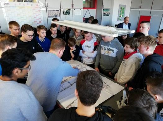 Elektrotechniker besuchen Klenk und Meder