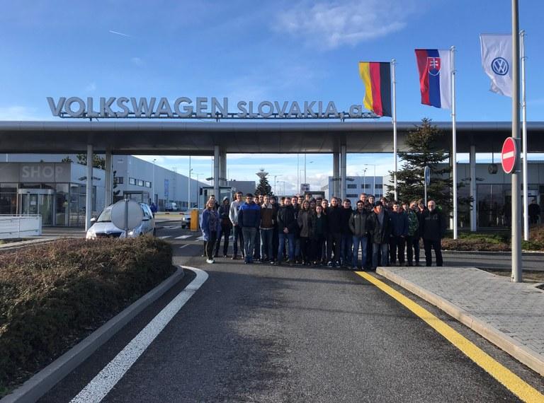 Elektrotechniker erkunden das VW-Werk in Bratislava