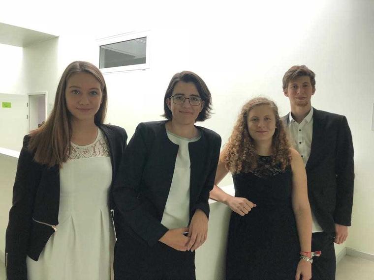v.l.n.r.: Julia Übl (5BHIF), Katharina Munk, Hannah Mayer u. Alexander Piglmann (5AHIF)