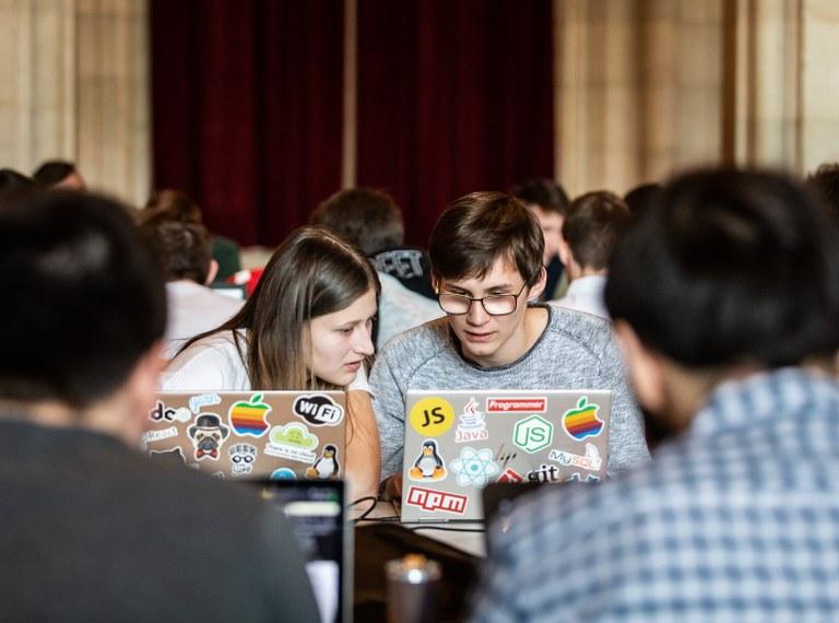 """Gold, Silber, Bronze: Informatik-Schüler auf Erfolgskurs am """"Catalysts Coding Contest"""""""