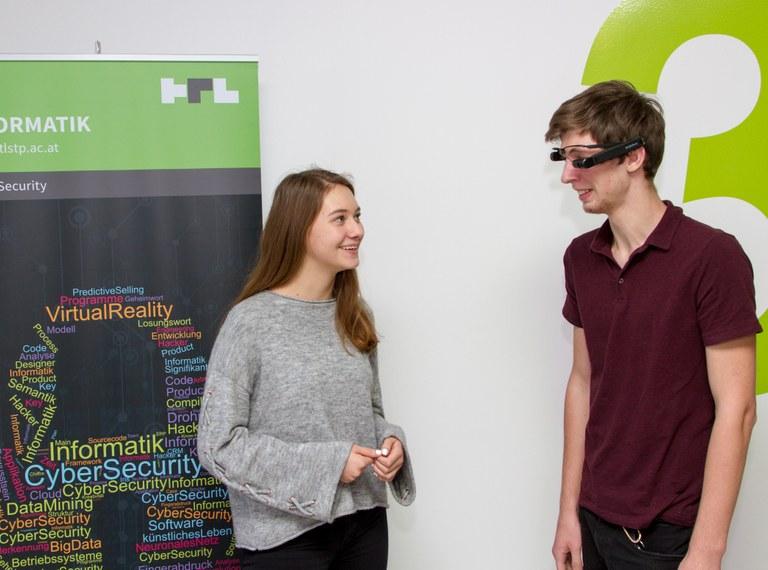 """""""Lies mal, Opa!"""" - innovatives Schüler-Sozialprojekt an d. Informatik-Abteilung"""