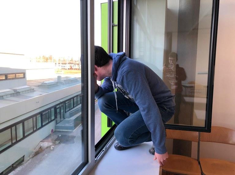 """""""Schüler sprang aus dem Fenster – Fake News: wahr oder falsch?"""
