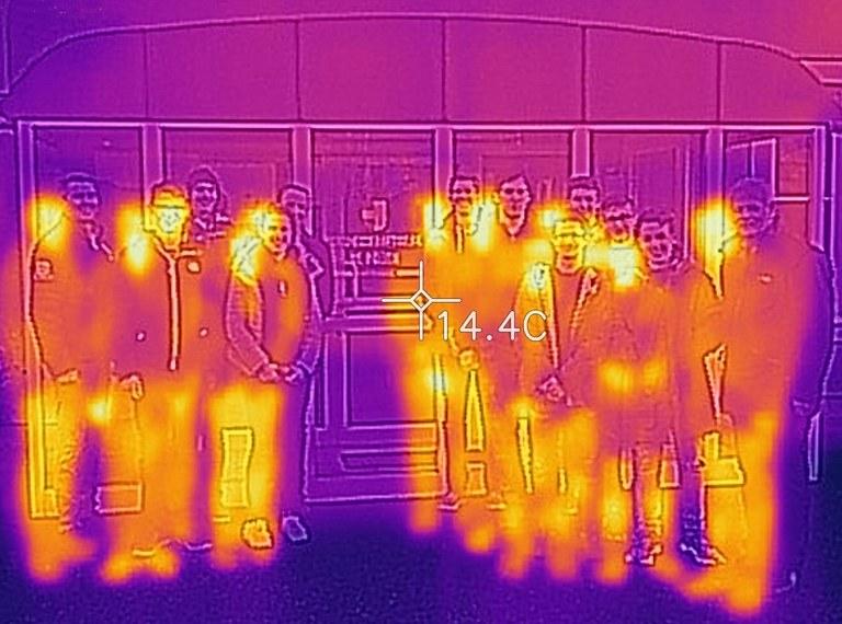 Wirtschaftsingenieure untersuchten Fernheizwerk mit Wärmebildkamera