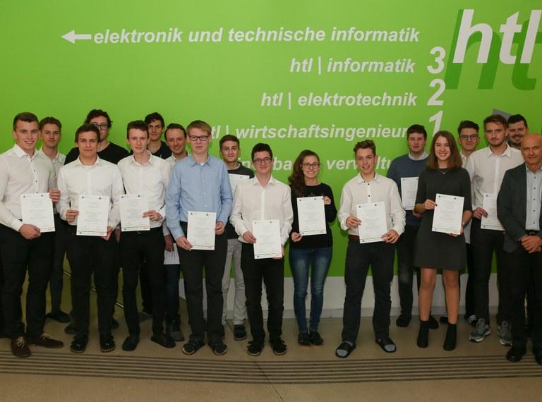 Zertifikatsübergabe für die Junior Companys des letzten Schuljahres